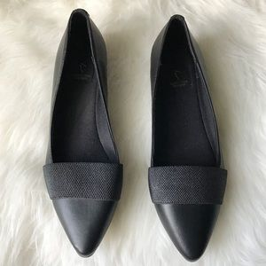 Simply Vera Vera Wang black pointed toe flats Sz 9